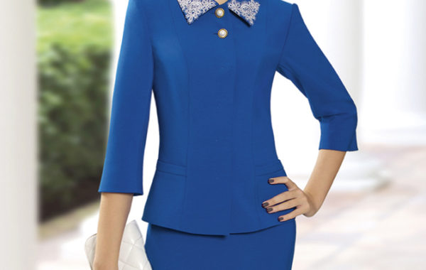 Ярко-синий костюм