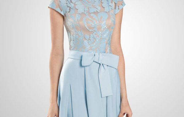 Нежное платье голубого цвета