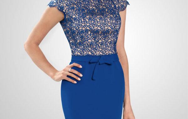 Синее платье с кружевным верхом.