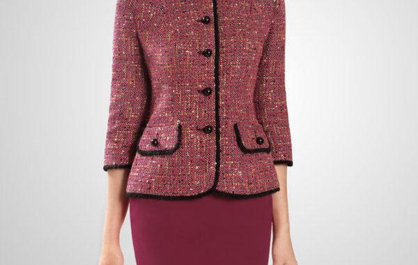 """Классический костюм цвета """" рубинового вина""""."""